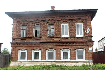 В Кунгуре в жилом доме до первого этажа протекает крыша